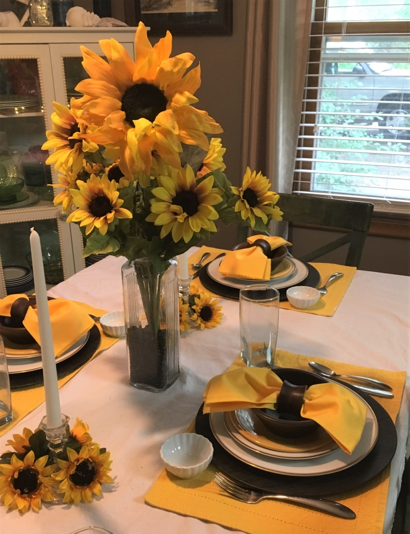 Sunflower tablescape 3